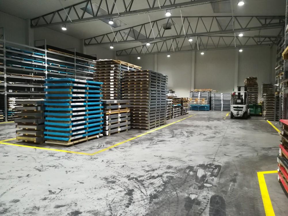 priemyselne led svietidla vo vyrobe
