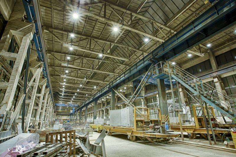 led priemyselne svietidla v hale