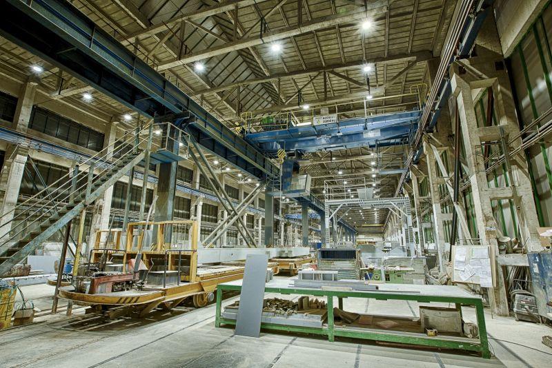 priemyselne svietidla v hale