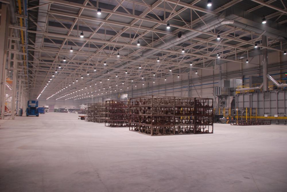 priemyselne led svietidla 220W v hale 2