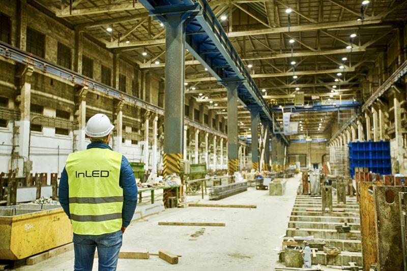 kontrola osvetlenia v priemyselnej hale